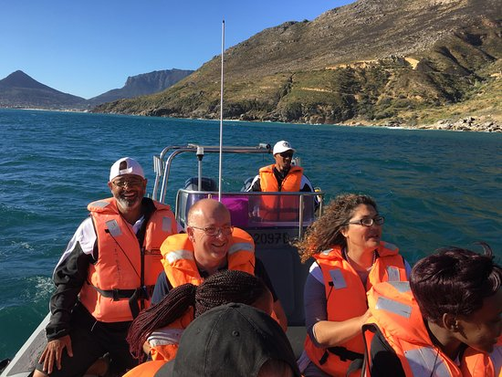 Hout Bay, South Africa: Our skipper and deck hand sharing their knowledge of the sea and the surrounds