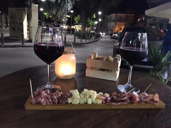 Viver Vino Veritas: Serata Romantica all'insegna del buon vino e buon cibo.