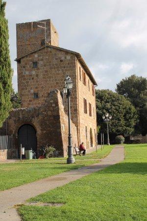 Tuscania, Italia: suggestivo paesaggio