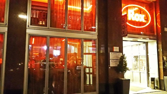 Rox Bar & Grill: Der Eingang und die Fassade von außen