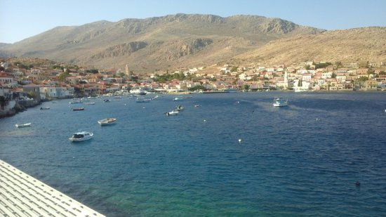 Halki, Grecia: Another view back towards the Town