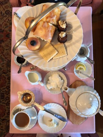 Hyde Park, VT: Tea at the Governor's House
