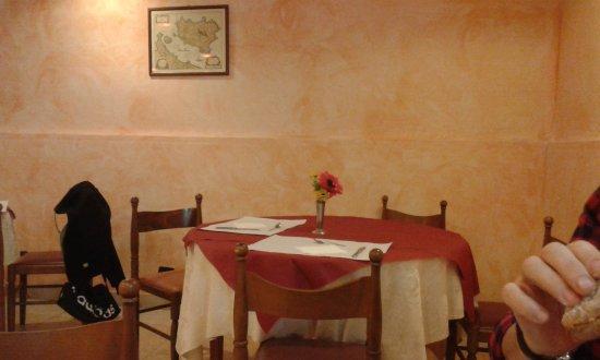 Hotel AVE: e' il tavolo per i clienti groupon. ma che abbiamo fatto di male???