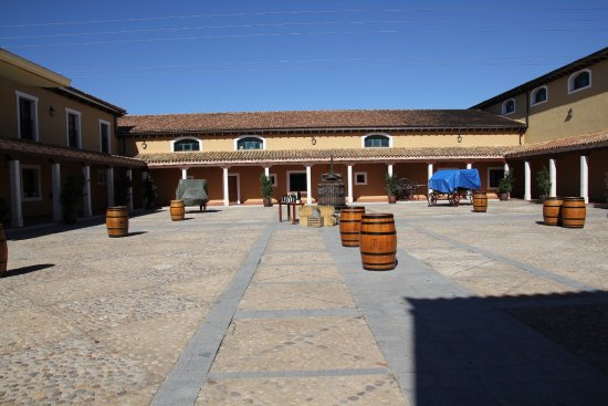 Bodega Los Aljibes: The main courtyard