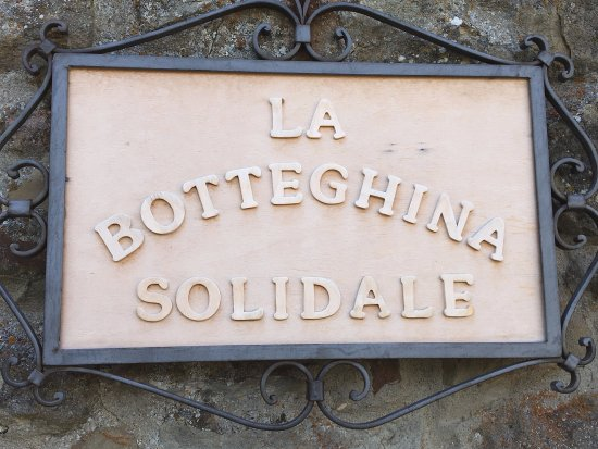 Fiesole, Taliansko: The store sign: La Botteghina Solidale