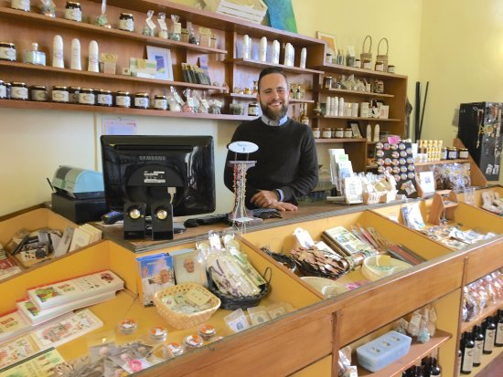 La Botteghina Solidale: The charming store manager