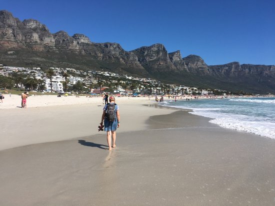 Camp's Bay Beach: stroll in the surf