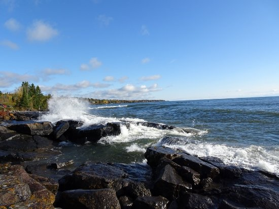 Two Harbors, MN: Waves
