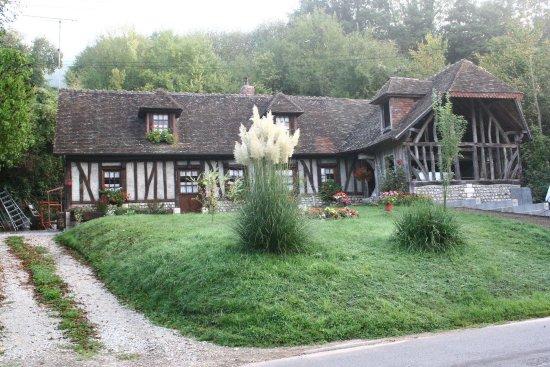 Abbey of Bec-Hellouin: que de belles maisons dans ce beau village!