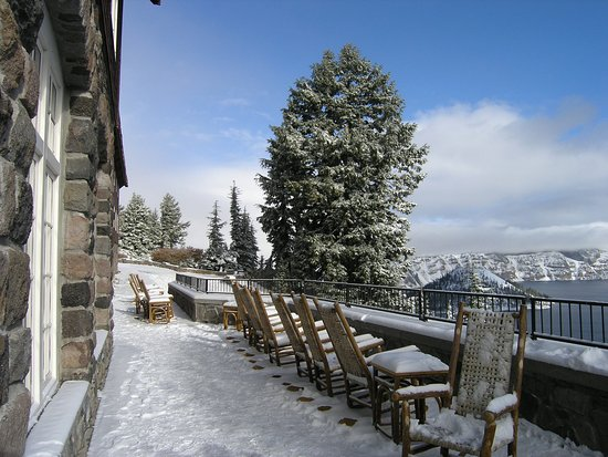 Crater Lake Lodge: Verandah view