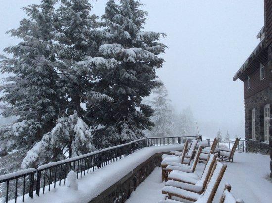 Crater Lake Lodge: Third day of snowfall