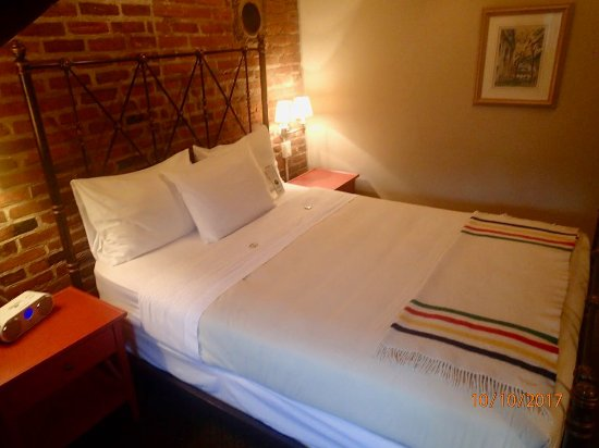 Auberge Place D'Armes: Comfortable Bed