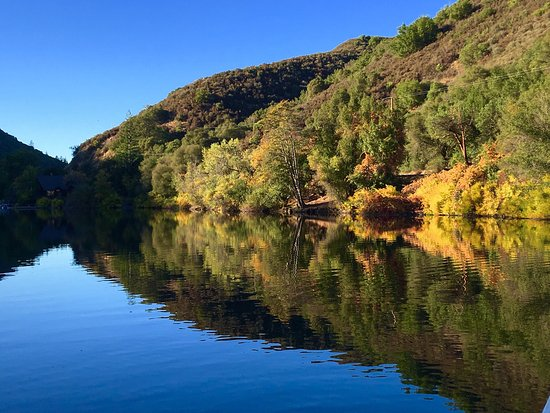 Upper Lake, Californien: Autumn at Blue Lakes Lodge