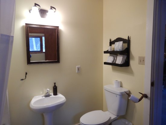 Dease Lake, Canada: Autumn Room- Full bath, newly renovated!