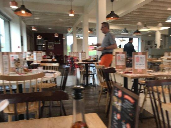 Villejust, France: Quick service