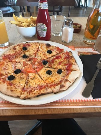 Villejust, France: My cheese pizza with french fries