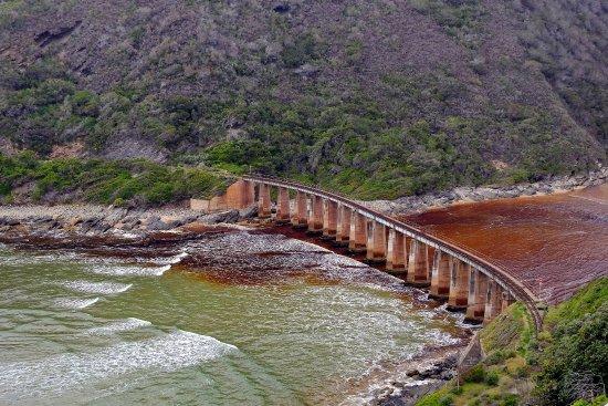 Wilderness, Afrika Selatan: Eisenbahnbrücke über den Kaimaan River