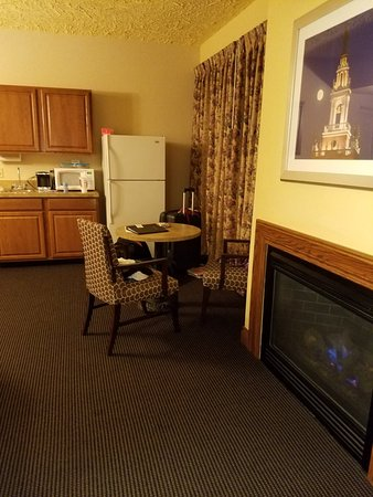 Shoreline Inn & Conference Center, an Ascend Hotel Collection Member: 20171026_220840_large.jpg