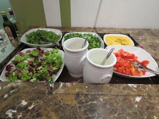 Lambergh, Chateau & Hotel: Average salad bar