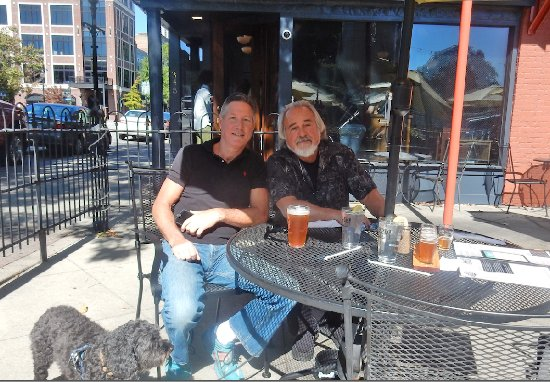 Natty Greene's Pub & Brewing: Great outdoor day....