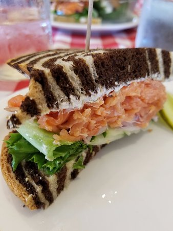 North Saanich, Canada: Smoked salmon on marble rye