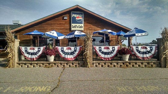 Eagle River, WI: Enjoy your meal on the patio