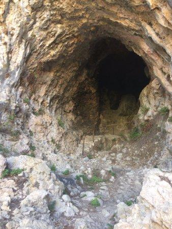 Gratteri, Italia: the cave entrance