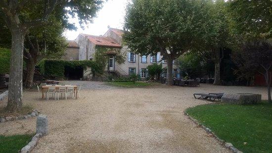 Villedaigne, Frankrijk: tuin met uitzicht op het huis