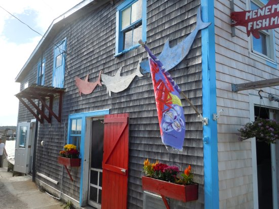 Oak Bluffs, MA: One of the stops was the Menemsha village fish market, Larsrn's - great lobster bisque!