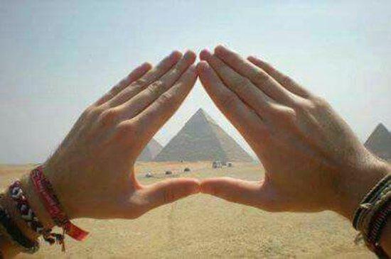 ปลาเซอร์วิลล์, แคลิฟอร์เนีย: Las piramides de guiza desde el desierto