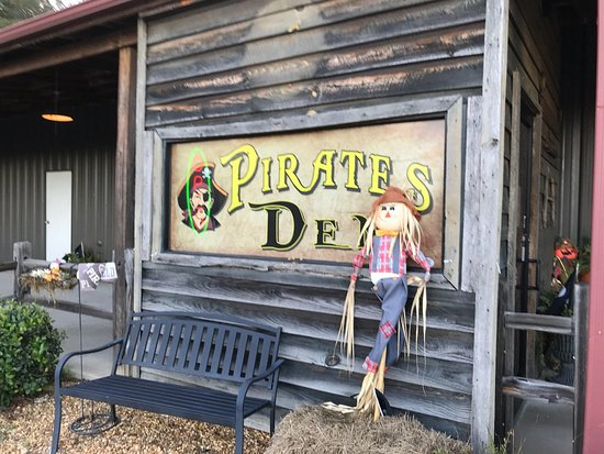 Winfield, AL: Pirates Den