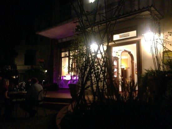 Hotel David: cocktail reception area outside
