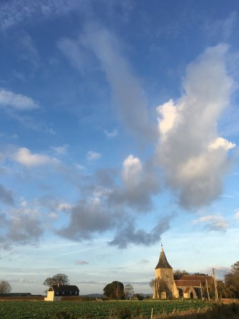 Saint Mary in the Marsh, UK: View of St Mary the Virgin church and huge skies
