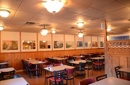 Palanza's Family Dining: interior
