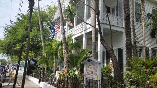 side view of hotel picture of old town manor key west. Black Bedroom Furniture Sets. Home Design Ideas