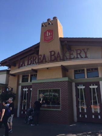La Brea Bakery Cafe: Outside entrance