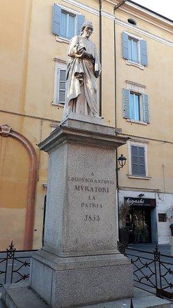 Monumento a Ludovico Antonio Muratori