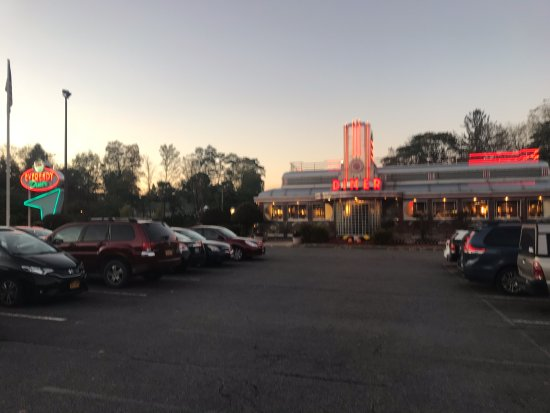 Eveready Diner: exterior