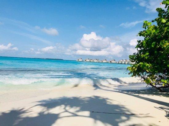 Olhuveli Island: Lagoon Villa beach view