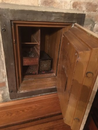 Hankinson, ND: A look inside the safe.