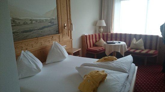 Hotel Alpina: gemütlich und geräumig, toll: Toilette und Bad getrennt
