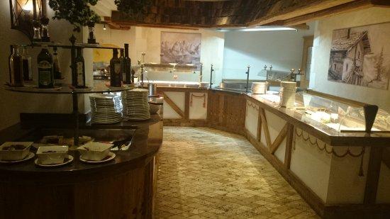 Hotel Alpina: ein klitzekleiner Teil des Büfetts