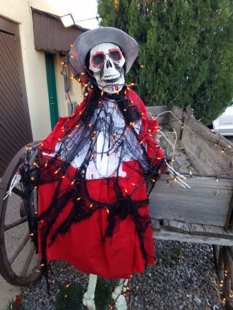 Silver Saddle Motel: Halloween wagon rider