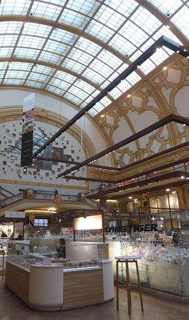 "Shopping Stadsfeestzaal : Shopping hall ""Stadsfeestzaal"""