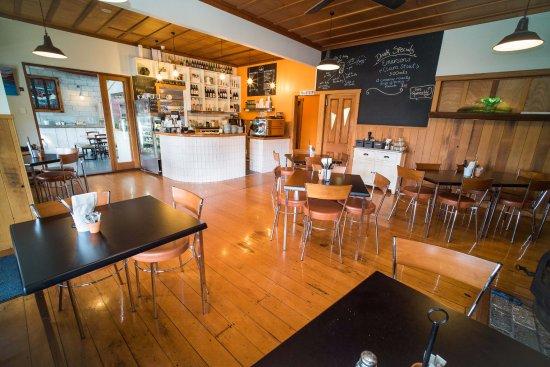 Waihi Beach, New Zealand: Cafe, bar.