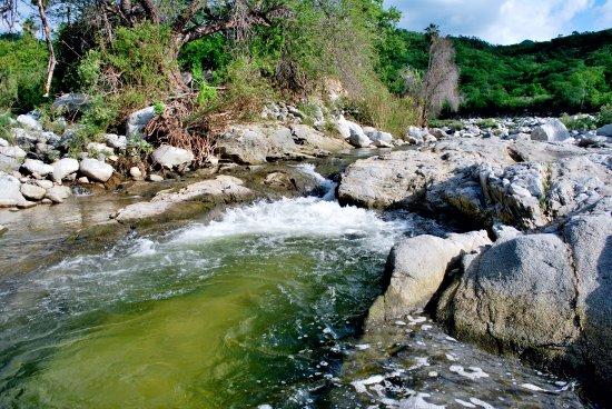 Todos Santos, México: Aguas cristalinas que desembocan de la sierra la laguna.