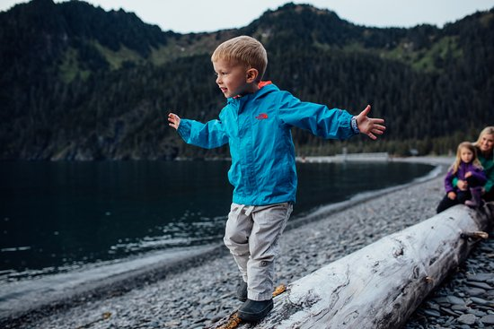 Kenai Fjords Wilderness Lodge: There is plenty of exploring that can be done on Fox Island!