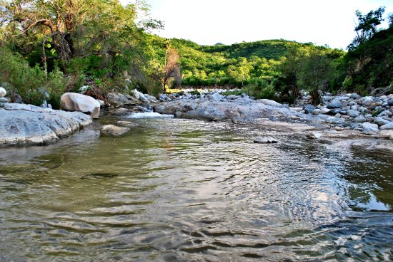 Todos Santos, México: Despues de la lluvia el agua fluye en mayor cantidad.