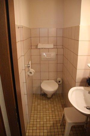 Bayerischer Hof - Bathroom