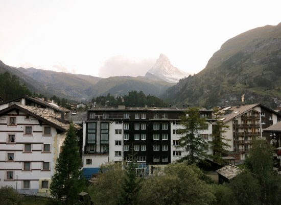 Hotel Dufour Alpin Zermatt: Hotel Dufour Alpin: View from South Double Room